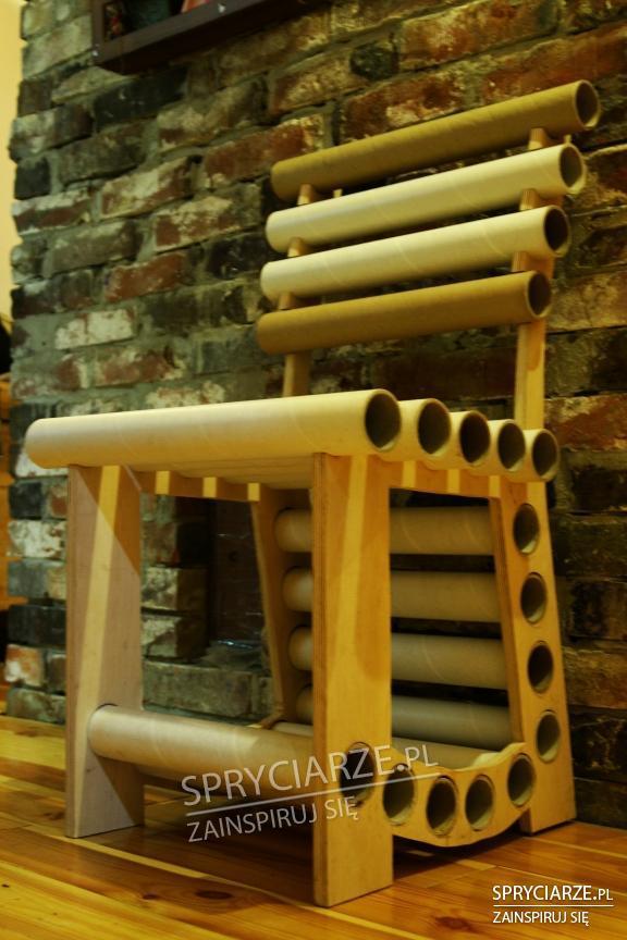 Krzesło z papierowych tub