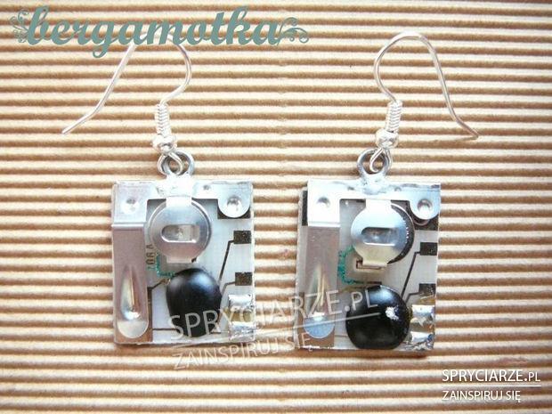 Kolczyki z zużytych części elektronicznych