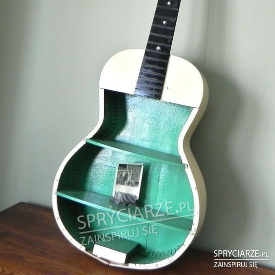 Półka z gitary