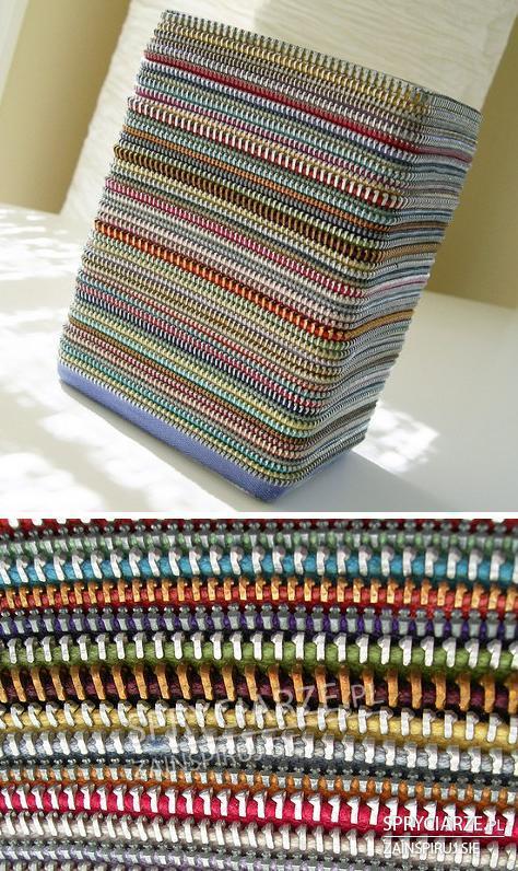 Pudełka z kolorowych zamków błyskawicznych