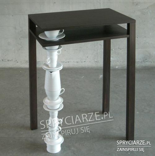 Stół na ceramice