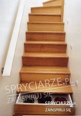 Szafka na buty w schodach