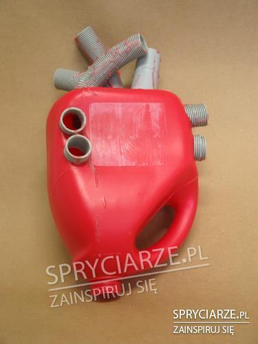 Model serca z plastikowych części