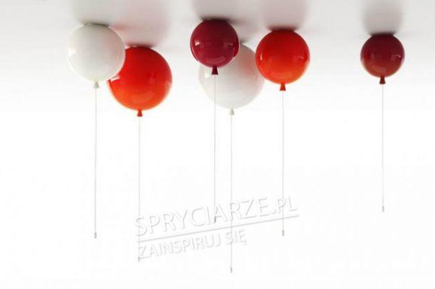 Żyrandole w postaci kolorowych baloników