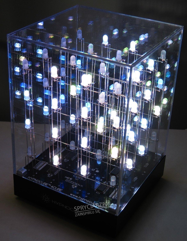 Lampka na biurko stworzona za pomocą diod LED