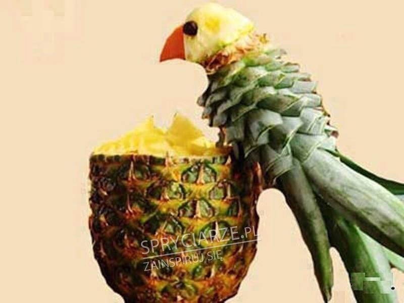 Dekoracja z ananasa