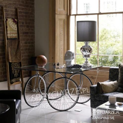 Stół na kołach rowerowych
