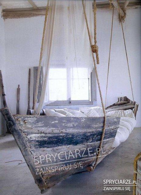 Łóżko bujane ze starej łodzi