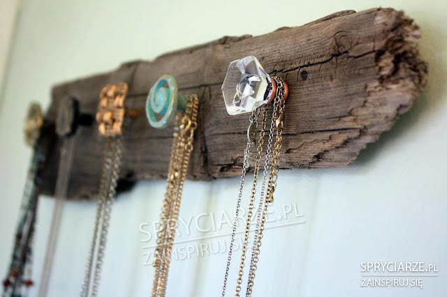 Wieszaki na łańcuszki z biżuterii
