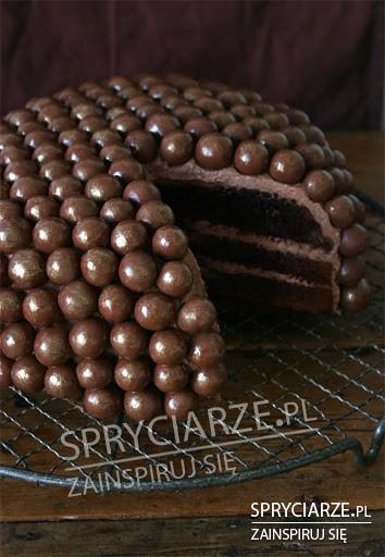 Dodaj do zwykłego ciasta czekoladowe kulki i oto efekt