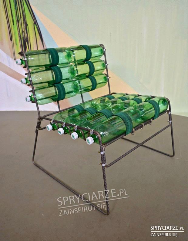 Pręty i butelki plastikowe dają nam krzesło